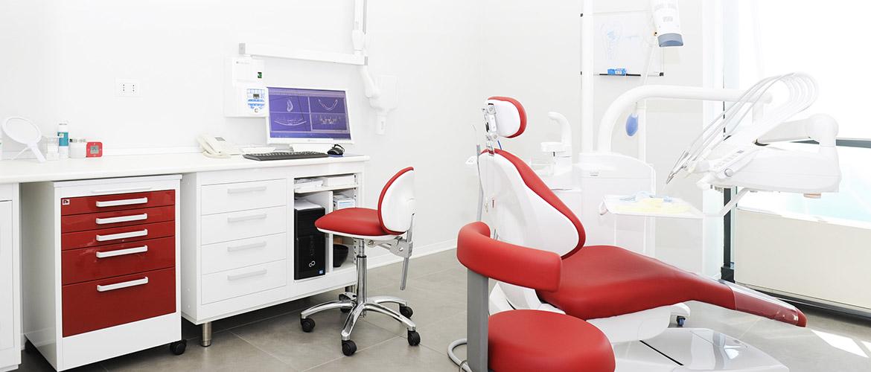 Centro dentistico Poliedro, sorriso, cura, denti, poliambulatorio, laboratorio, odontotecnico.