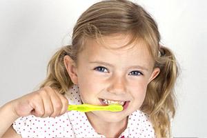 Odontaiatria pediatrica: denti da latte, permuta denti da latte, igiene dentale bambini, Poliedro, Piacenza.